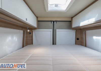 alquiler furgoneta camper en Tarragona Vlow 610 3-4 plazas. Parte trasera, cama 3 plazas