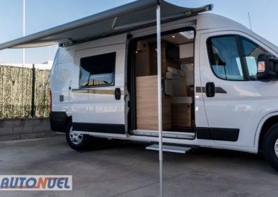 alquiler furgoneta camper en Tarragona Vlow 610 3-4 plazas. Toldo desplegado